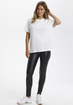 KASIALANA  - Print T-shirt - chalk