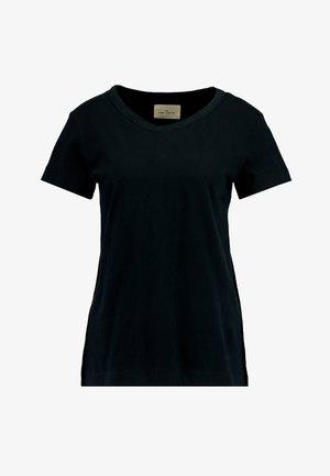 SIGNE - Camiseta básica - black