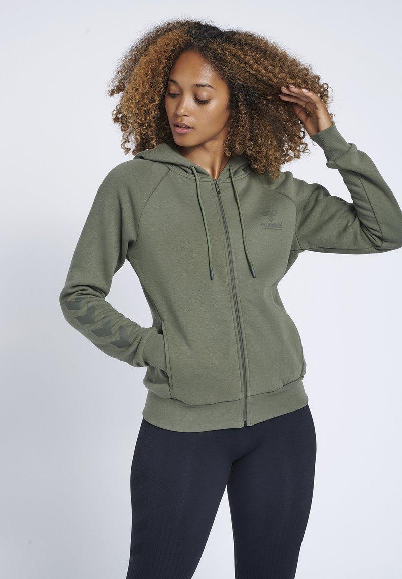 Hummel - HMLNONI  - Zip-up sweatshirt - beetle