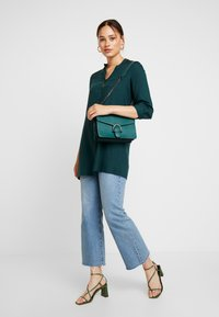 ONLY - ONLNEWFIRST TUNIC - Túnica - ponderosa pine - 1