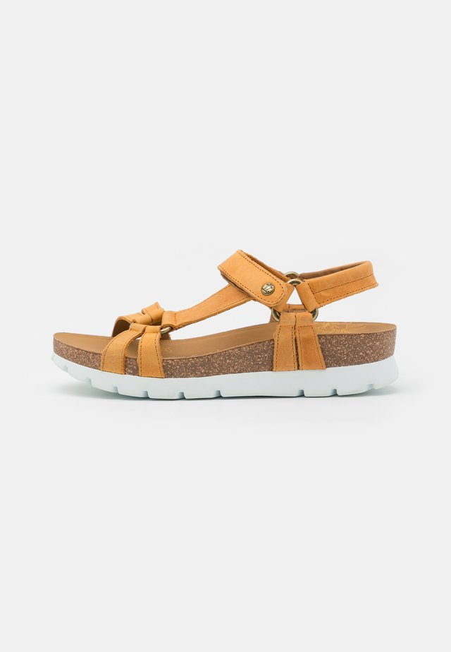 SALLY BASICS - Plateausandaler - light brown