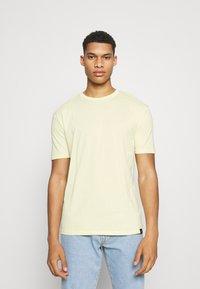 Newport Bay Sailing Club - CORE 3 PACK - Basic T-shirt - grey marl/light yellow/navy - 4