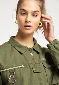 myMo - Light jacket - militär grün - 3