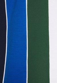 Lacoste Sport - RAINBOW - T-shirt z nadrukiem - white/navy blue/utramarine/green/white - 3