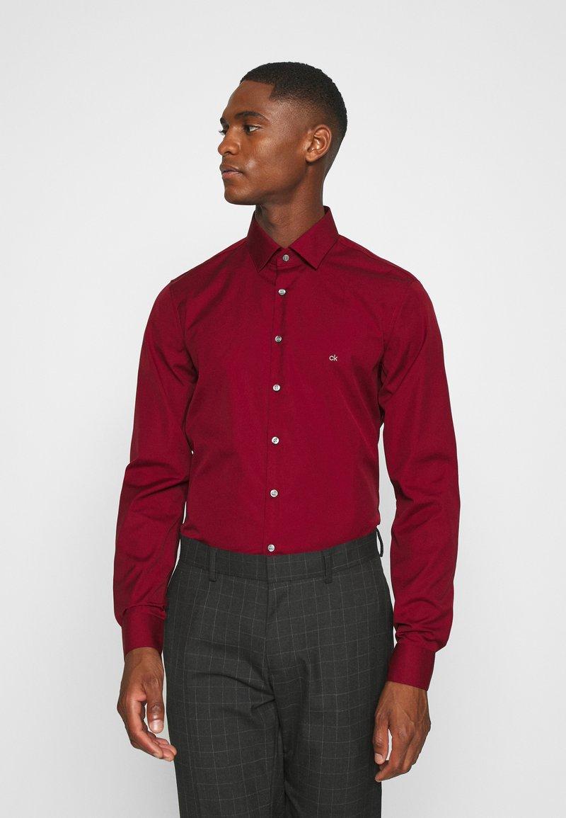Calvin Klein Tailored - CONTRAST FLOWER PRINT SLIM - Koszula biznesowa - red