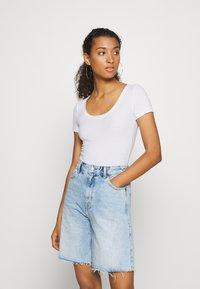 Hollister Co. - BODYSUIT BASIC 2 PACK - Basic T-shirt - black/white - 2