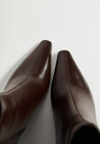 Mango - MOON - Classic ankle boots - chocolat - 5
