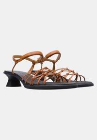 Camper - Sandaalit nilkkaremmillä - braun - 2