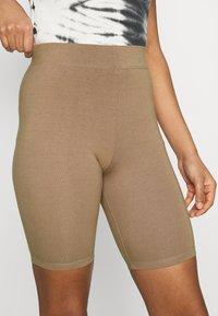 Good American - LOUNGE BIKE - Shorts - putty - 4