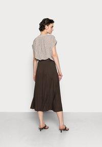 someday. - OMYLA - Pleated skirt - chocolate - 2