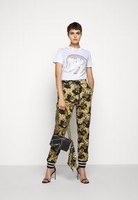 Versace Jeans Couture - Print T-shirt - white - 1