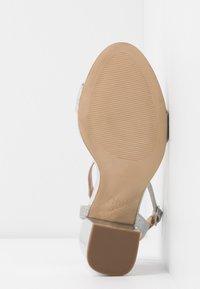 New Look Wide Fit - WIDE FIT ZAN SHIMMER MID BLOCK - Sandalias de tacón - silver - 6