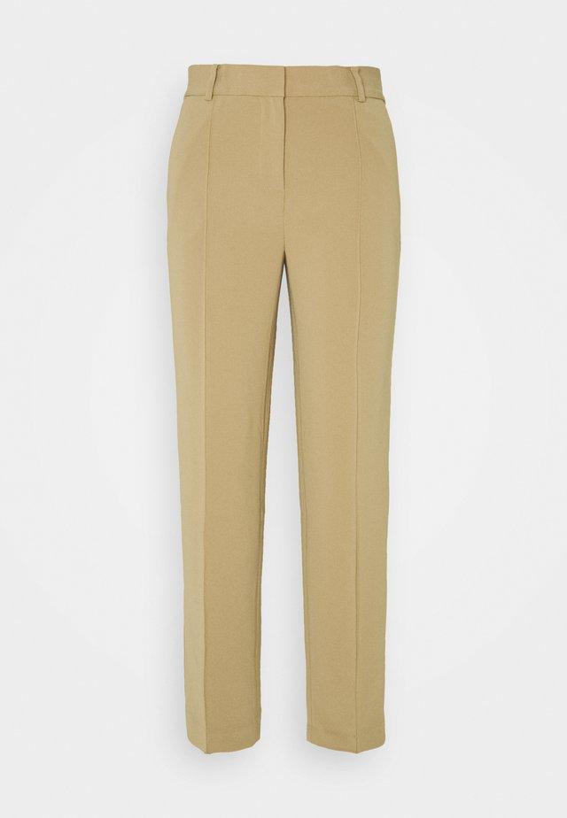 CROP SLIM PANT - Pantalones - dark camel