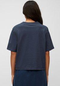Marc O'Polo DENIM - Print T-shirt - dress blue - 2