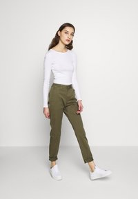 Selected Femme - SLFMEGAN - Chinos - olive night - 1