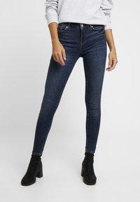 Vero Moda - VMSEVEN SLIM TAPERED - Skinny džíny - dark blue denim - 0