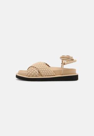 WEAVE - Sandály na platformě - beige