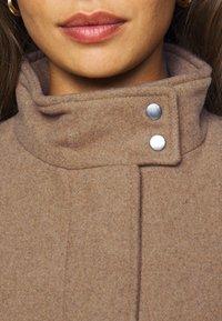 ONLY Petite - ONLCHRISA LIFE COAT - Krátký kabát - camel - 5