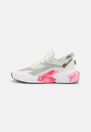 PROVOKE XT FTR FM UTILITY  - Sports shoes - ivory glow/jadeite