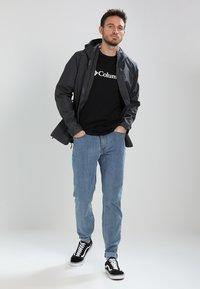 Columbia - BASIC LOGO SHORT SLEEVE - T-shirt imprimé - black - 1