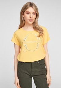 yellow placed print