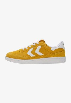VICTORY - Sneakersy niskie - cream gold