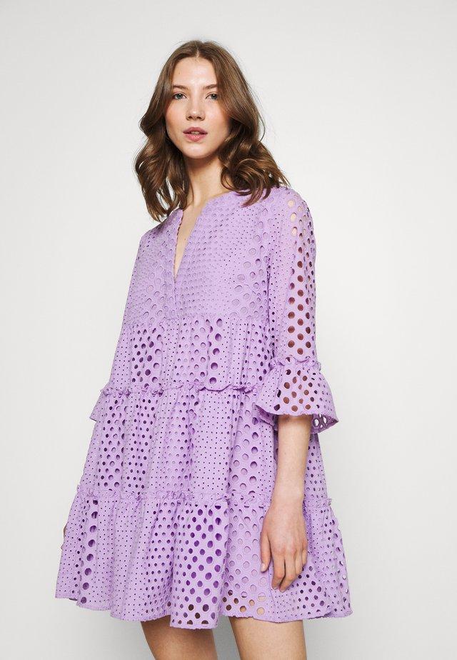 INDY BRODERIE ANGLAISE BOHO DRESS - Korte jurk - lilac