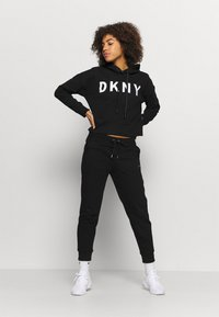 DKNY - LOGO JOGGER - Tracksuit bottoms - black - 1