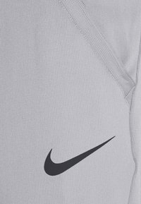 Nike Performance - PANT CAPRA - Pantaloni sportivi - particle grey/black - 4
