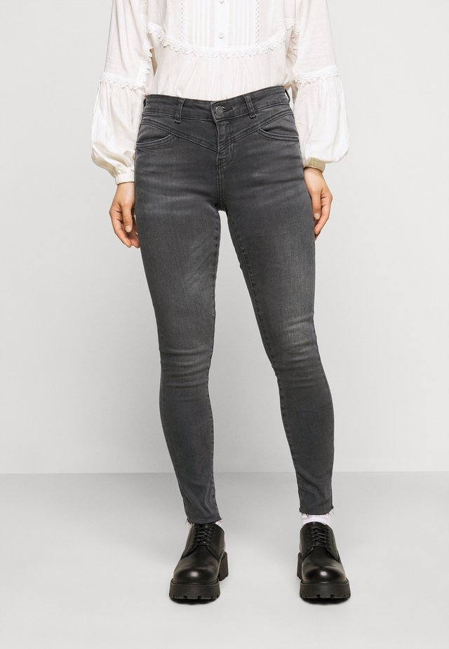 NMLUCY SKINNY  - Jeans Skinny Fit - medium grey denim