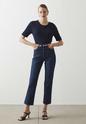 Straight leg jeans - d.indigo