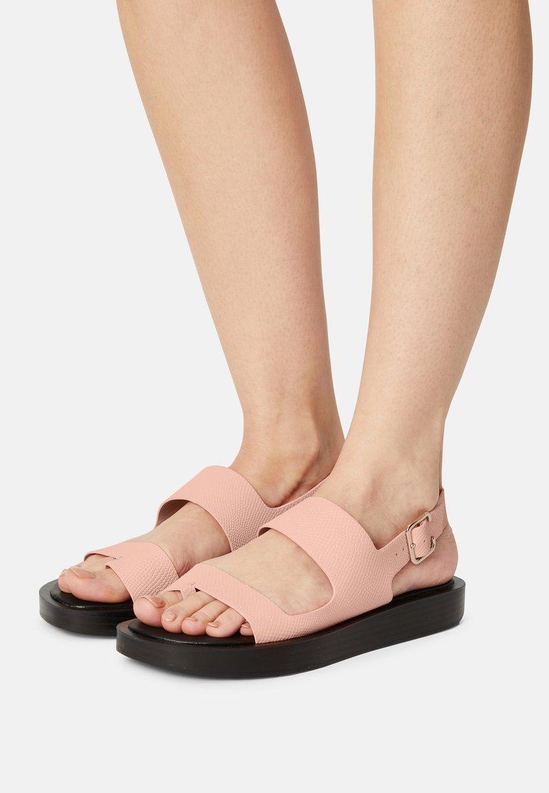 Who What Wear - ASHLEY - Sandály s odděleným palcem - pink coral