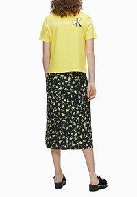 Calvin Klein Jeans - Print T-shirt - solar yellow - 2