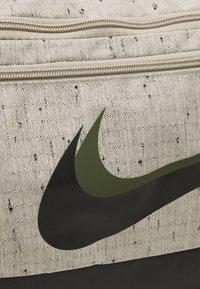 Nike Performance - DUFF SLUB UNISEX - Sporttas - stone/black - 5