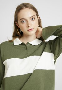 Monki - COMMON - Pusero - green/white stripe - 3