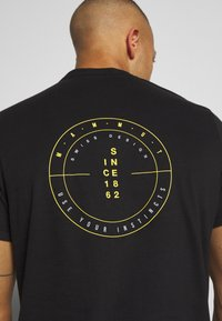 Mammut - MASSONE - T-shirt med print - black - 5