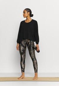 Onzie - Long sleeved top - black - 1
