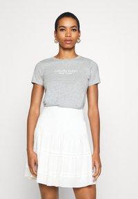 Calvin Klein - 2 PACK - Triko spotiskem - white/mid grey heather - 3