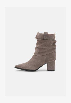 Kotníkové boty - mountana