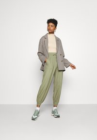 ONLY - ONLPALMA  MIX TRACK  - Tracksuit bottoms - oil green - 1
