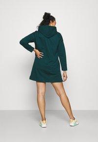 Vero Moda Curve - VMOCTAVIA DRESS - Denní šaty - sea moss - 2