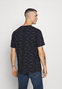 Scotch & Soda - SHORT SLEEVE TEE WITH ALLOVER PRINT - Print T-shirt - combo - 2
