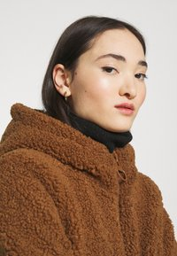 ONLY - ONLNEW TERRY CURLY COAT  - Short coat - toasted coconut - 5