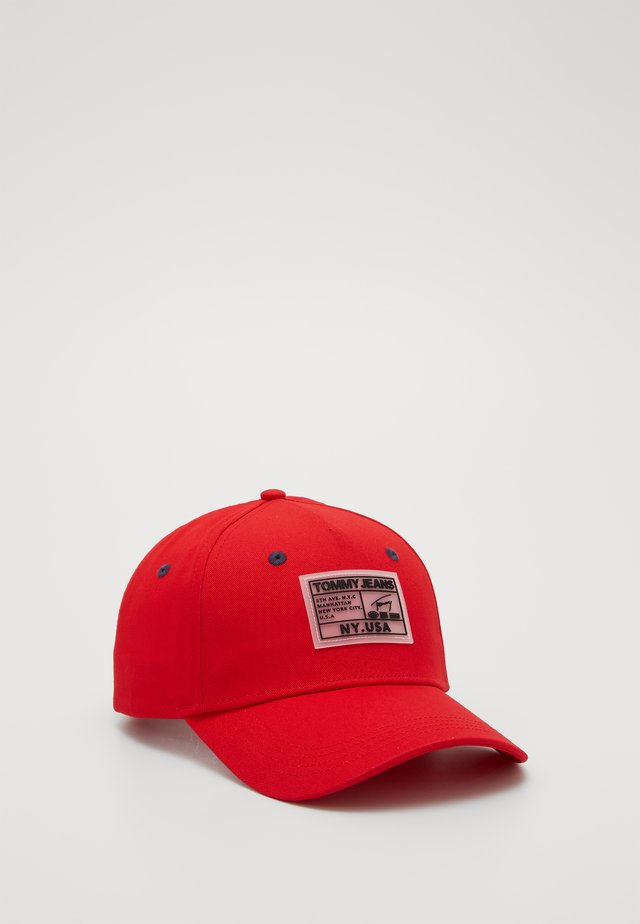 COLLEGE - Keps - red