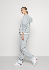 Nike Sportswear - HOODIE - Mikina - light smoke grey - 4