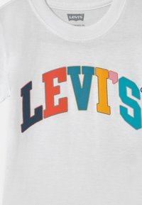 Levi's® - GRAPHIC - T-shirt print - white - 2