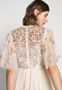 Needle & Thread - PATCHWORK BODICE BALLERINA DRESS - Vestido de cóctel - champagne/gold - 7