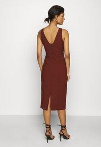 IVY & OAK - BODYCON DRESS - Shift dress - chestnut - 2