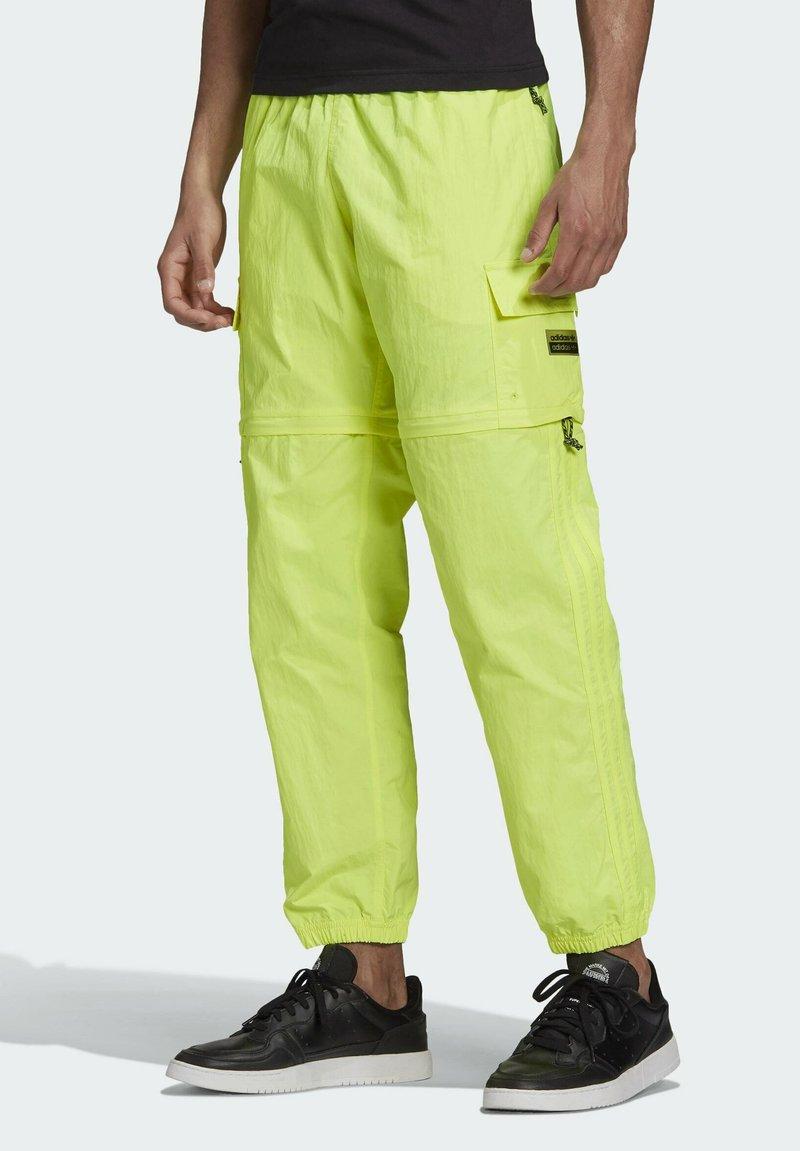adidas Originals - R.Y.V. UTILITY 2-IN-1 TRACKSUIT BOTTOMS - Träningsbyxor - yellow