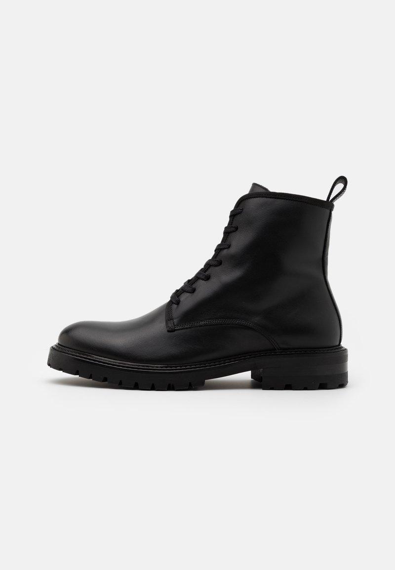 Filippa K - JOHN LACE UP BOOT - Šněrovací kotníkové boty - black